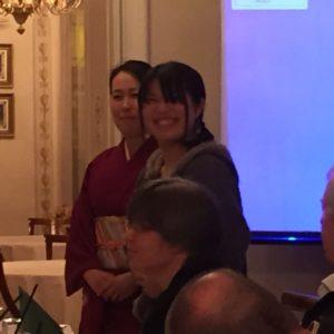 Sayoko édesanyjának bemutatkozása a klubban