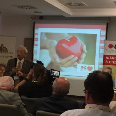 Ricsi bácsi szerint az első szívműtétre 1989-ben került sor az RC Budapest szervezésében