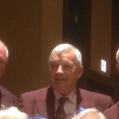 Ray Klinginsmith jobbra, volt világelnök 2010-11-ben most a Rotary Foundation Elnöke 2015-16, Klaus Schredelsecker Osztrák Kormányzó és köztük jó magam Kercsmár András a Burgundy Brigád tagjai
