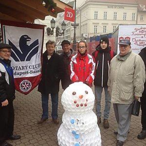 Adománygyűjtők a Vörösmarty téren