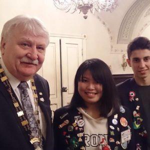 Csóka Imre kormányzó cserediákjainkkal