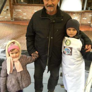 Imre a szervező, az unokákkal