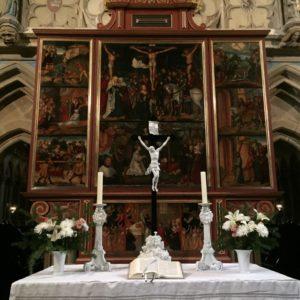 Holland festő képei az oltáron.