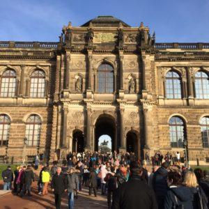 Sorbanállás a Zwingerben az Alte Meister-hez
