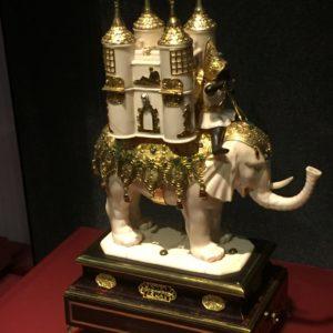 Elefántkompozíció elefántcsontból.
