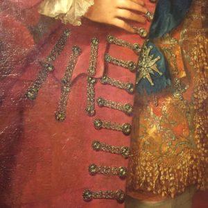 A kinagyított képen jól kivehető a gyémántokkal díszített paszomány.