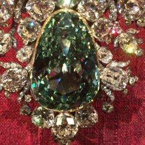A Grüne Dresden (41 ct) a legnagyobb zöld, csiszolt gyémánt a világon.