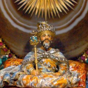A Nagymogul gyémántokkal, színes drágakövekkel, szoborzománccal díszítve.