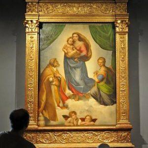 A képtár leghíresebb festménye Raffaello Santi Sixtusi Madonnája.