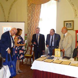RC Reggio Emilia köszöntése személyre szóló ajándékokkal