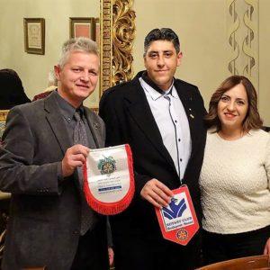 Moflet Halabi és felesége az egyik izraeli Rotary Club-ból