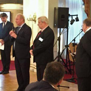 Az alapító RC Budapest és az RC Budapest-Sasad köszöntése. A Sasad 8 hölggyel járult hozzá az alapításhoz.